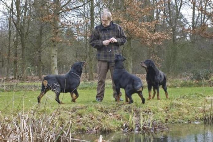 Lex Quartel met zijn rottweilers: ,,Het zijn eerlijke en karaktervolle honden.'' foto Kevin Hagens