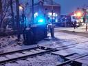Het treinverkeer ligt zaterdagavond stil tussen Geraardsbergen en Edingen nadat een bestuurder van een wagen aan het slippen ging in Tollembeek.