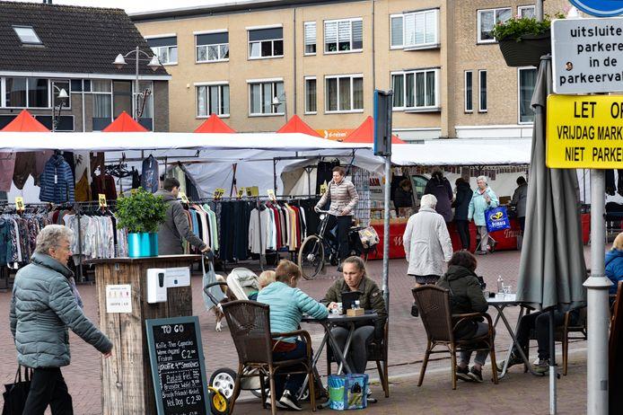 De weekmarkt in Reusel was weer compleet met non-food na de coronalockdown.