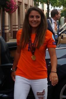 Europees kampioene Daniëlle van de Donk gehuldigd in Valkenswaard
