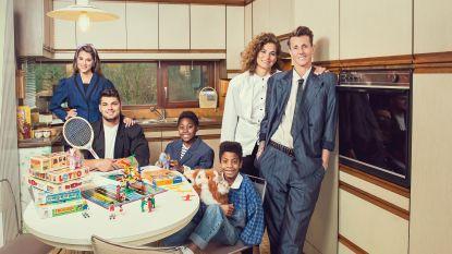 """Sam Bettens herbeleeft zijn jeugd in 'Groeten Uit': """"Ik wilde zijn als mijn broer"""""""