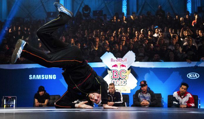 Menno van Gorp tijdens de finale van het wereldkampioenschap breakdance in Amsterdam.