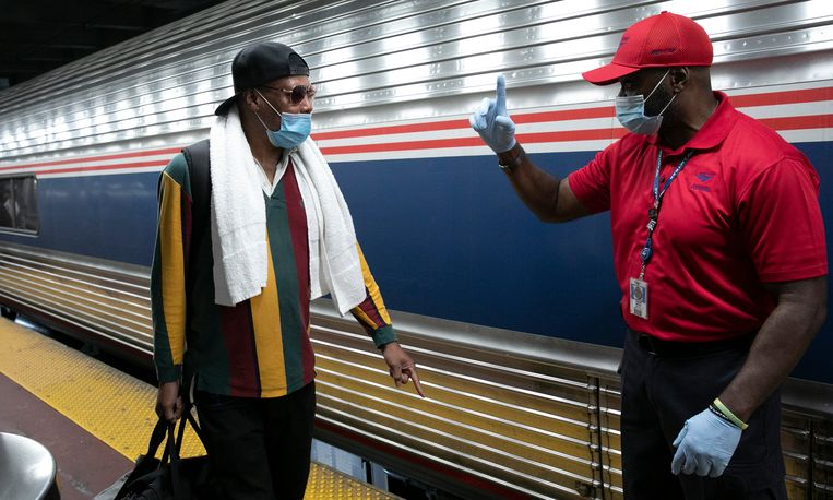 Reizigerscontrole op Penn Station in New York. Beeld AP