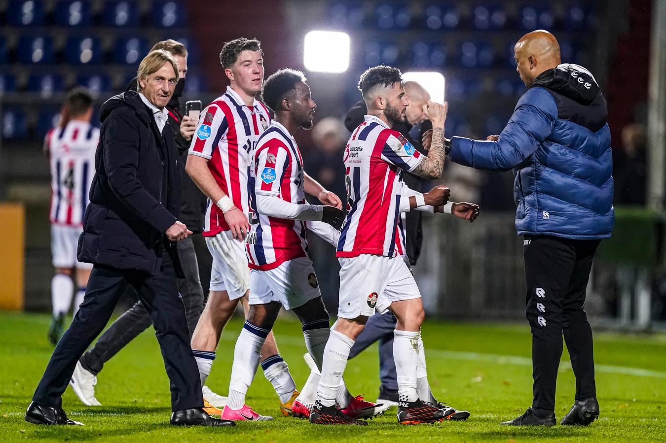 Adrie Koster met zijn spelers.