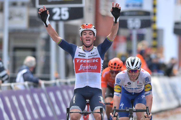 Mads Pedersen wint in Wevelgem zijn eerste grote klassieker. Beeld BELGA
