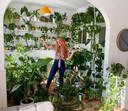 Het huis van Lesley-Ann (29) in Den Haag staat met ruim 150 planten vrij vol: 'Ik vind toch altijd weer een plekje voor een stekje.'