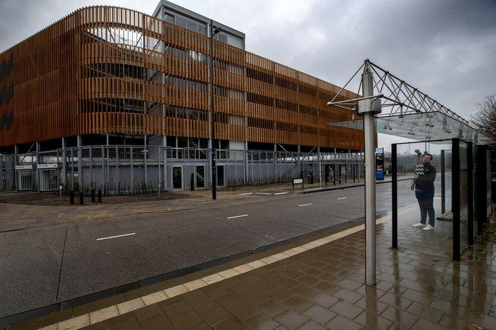 De eind vorig jaar opgeleverde parkeergarage aan de Aalsterweg is nog altijd niet in gebruik genomen. (archieffoto)