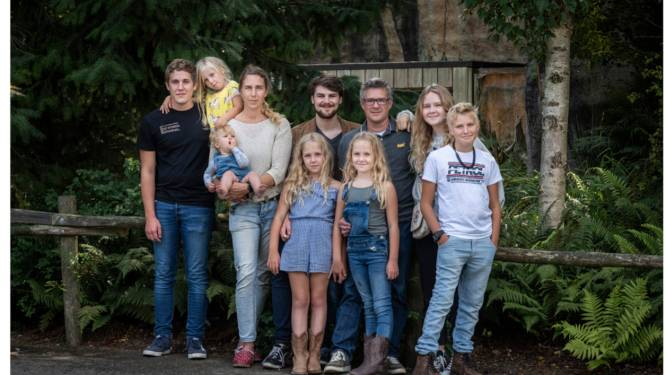 Dit gezin met acht kinderen wordt gerund als een bedrijf. Maar opvoedexperts hebben bedenkingen