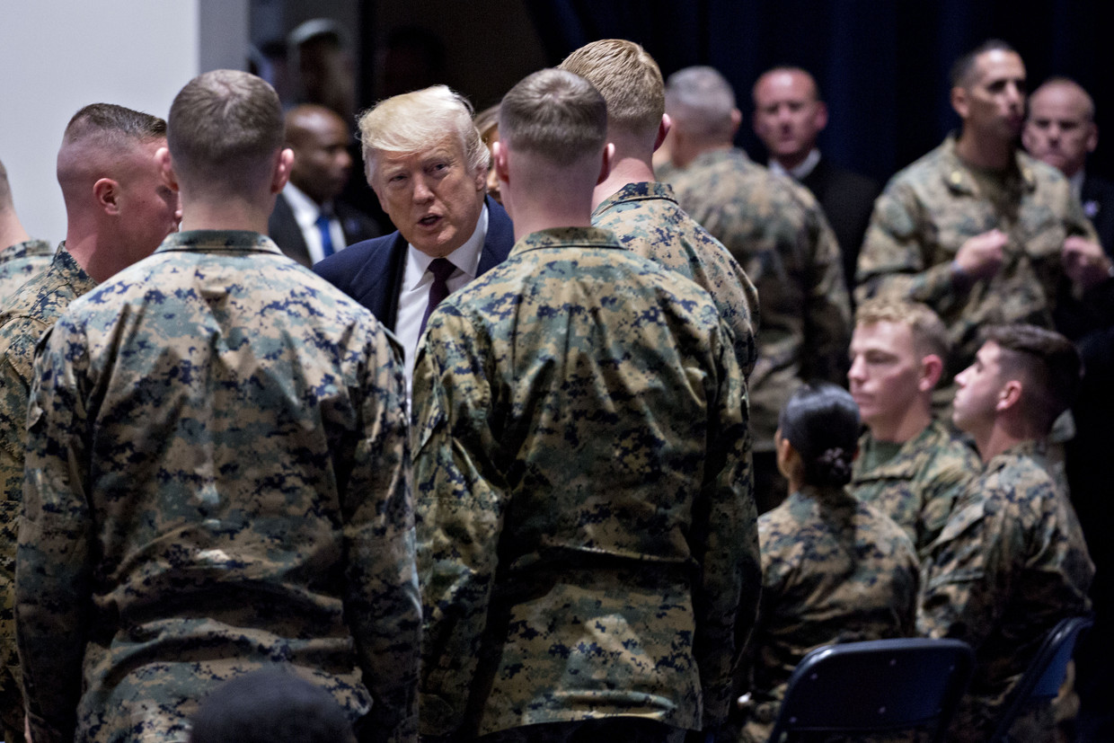 President Donald Trump in gesprek met mariniers in november 2018.