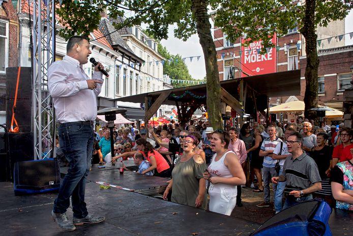 Erwin Akkermans in actie op de Ginnekenmark tijdens De Glimlach van Breda in het Ginneken.