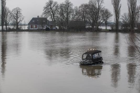 Het amfibievoertuig en het huis van familie Luchtenbelt