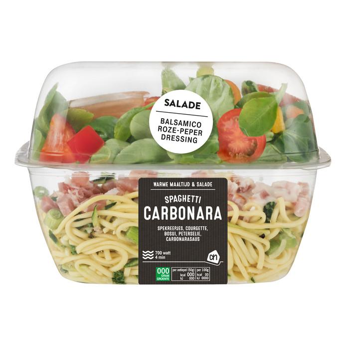 Een combinatie van koud en warm: spaghetti met een salade.