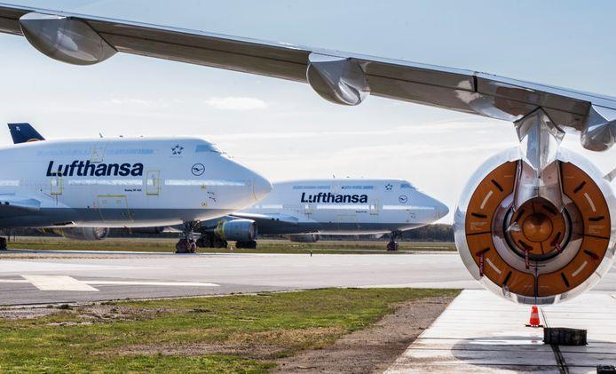 Toestellen van Lufthansa op het Enschedese vliegveld.