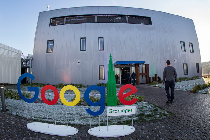 Google's enorme datacenter in de Groningse Eemshaven, officieel cloudregio Europe-West 4 genoemd. Hier worden de medische data van honderdduizenden Nederlandse patiënten opgeslagen.