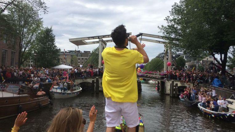 Jody Bernal brengt zijn Que Si Que No ten gehore op de BNN boot Beeld David van Unen