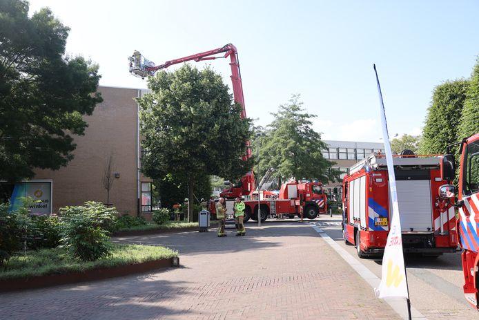 Meerdere brandweervoertuigen bij Windesheim.