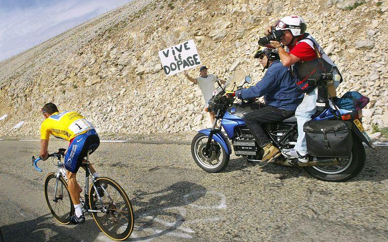Lance Armstrong op de Mont Ventoux tijdens de Tour van 2002.  Beeld AFP