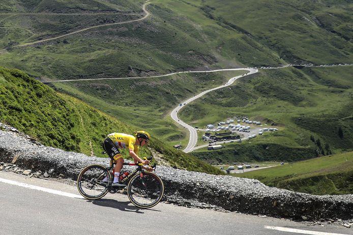 Tadej Pogacar won een dag later ook de etappe van Pau naar Luz Ardiden. Hij klopte Jonas Vingegaard en Richard Carapaz, die in het algemeen klassement al minuten achterstand hadden.