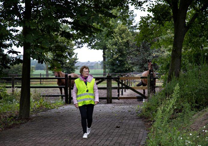 """Nelly Thijs-van Esch wandelt bijna elke dag. ,,Dat is beter als zitten"""", zegt ze vastberaden. ,,En ik kom vanzelf terug hoor."""" Maar dat laatste klopt dus niet altijd."""