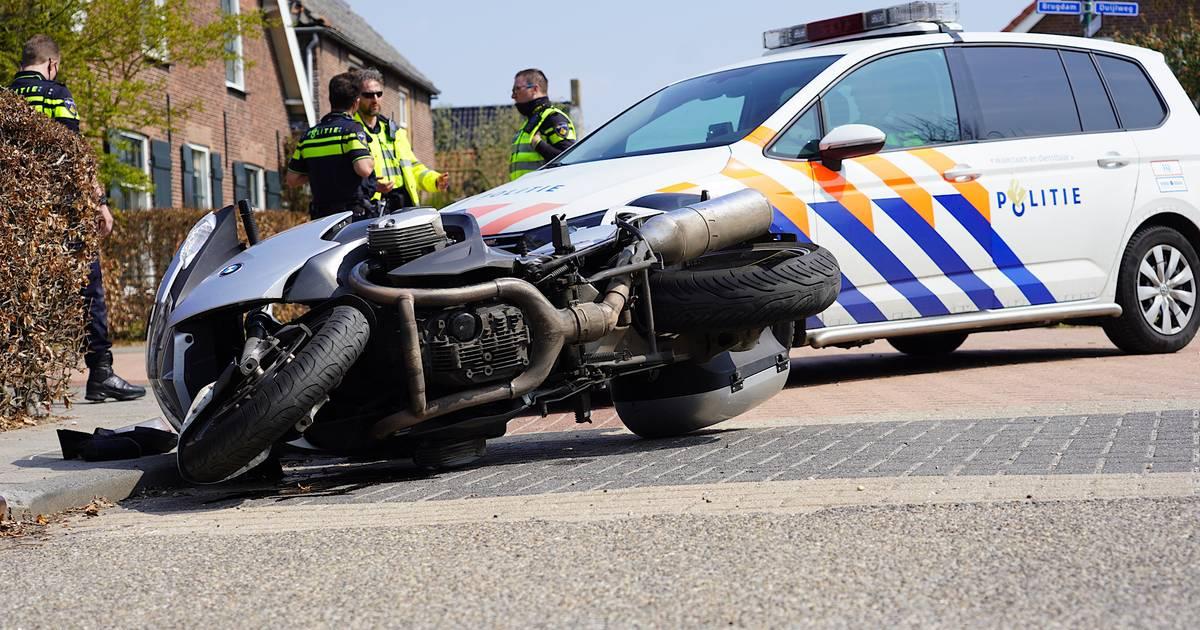Motorrijder gewond door aanrijding met auto in Almkerk.
