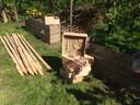 Er zijn 10 bijenhotels geplaatst en honderden plantjes gepoot.