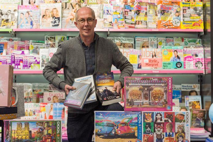 Wouter van Grinsven ziet in zijn boekhandel in de Korianderstraat in Eindhoven de vraag naar 'luchtigheid' groeien.