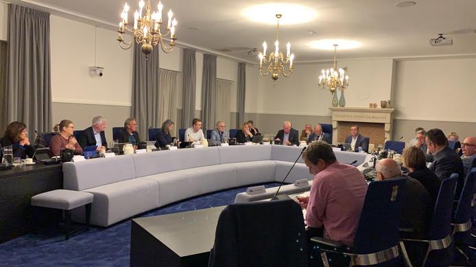 De gemeenteraad van Hilvarenbeek tijdens een vergadering.
