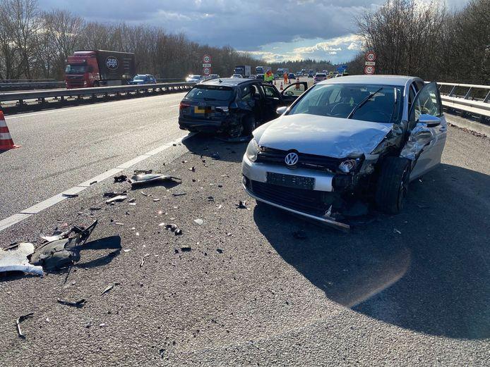 Een van de auto's maakte een draai van honderdtachtig graden na het ongeluk.
