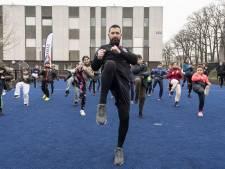 Echte bikkels trainen in de buitenlucht, Hasan blijft in de kou sporten
