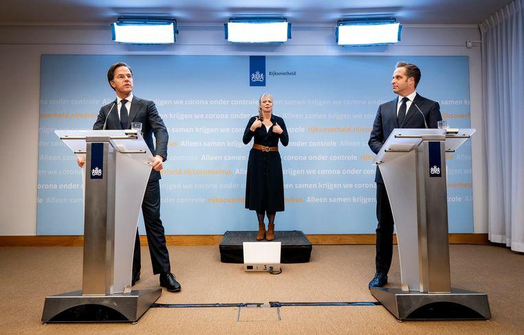 Premier Mark Rutte en minister Hugo de Jonge (Volksgezondheid, Welzijn en Sport) geven tijdens een persconferentie een toelichting op de coronamaatregelen in Nederland.  Beeld Hollandse Hoogte /  ANP