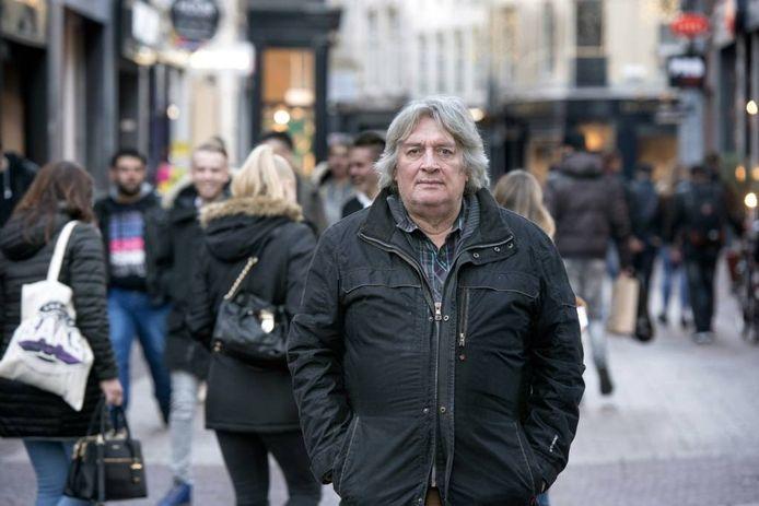 Jan Timman in de Arnhemse binnenstad. Foto: Gerard Burgers