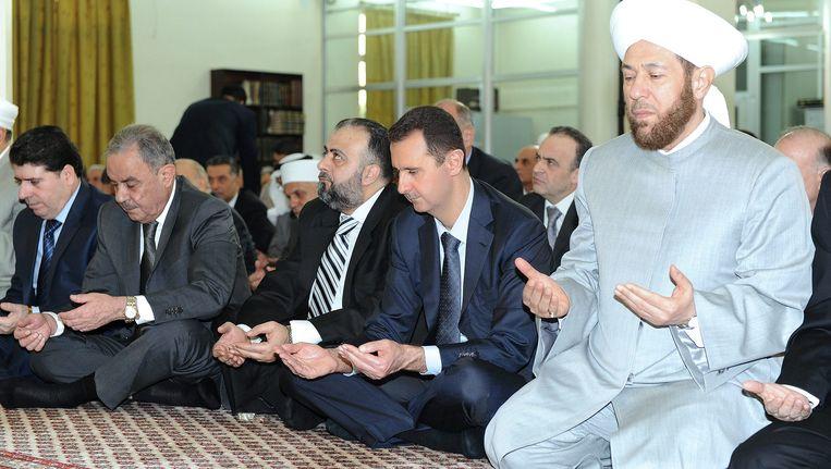 Assad, zondag in een moskee in Damascus. Beeld EPA
