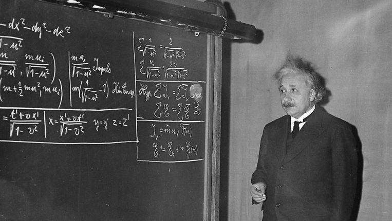Albert Einstein geeft een les in het Carnegie Instituut voor Technologie. Beeld AP