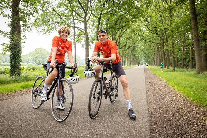 TT-2021-10457 - Almelo - Annemiek en Edwin Muller doen mee aan de Tour for Life, fietsen vanaf eind augustus 1300 kilometer (inclusief 19000 hoogtemeters) voor Daniel den Hoed kliniek.  Editie: Almelo Foto: Rikkert Harink  RH20210714