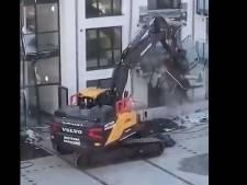 Il se venge en détruisant un immeuble tout neuf avec sa pelleteuse