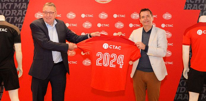 Commercieel directeur Frans Janssen van PSV (rechts) en topman Henny Hilgerdenaar van Ctac.