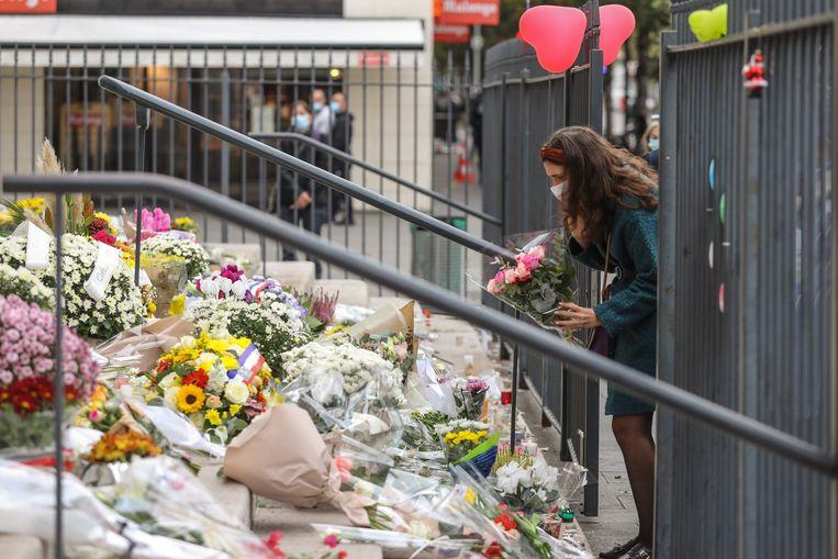Bloemen ope trap van de Notre-Dame de l'Assomption in Nice Beeld AFP