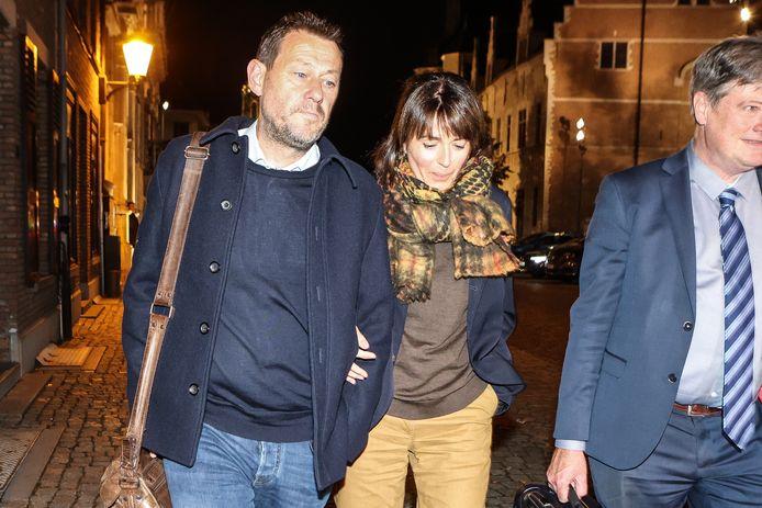Bart De Pauw en zijn echtgenote Ines De Vos bij het verlaten van het gerechtsgebouw van Mechelen.
