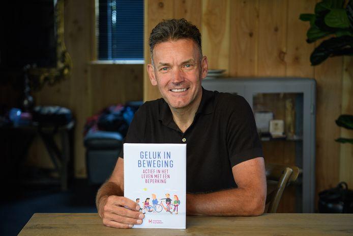 Rob Harmeling: ooit wielrenner, nu schrijver. En directeur van een stichting die mensen helpt na terugkomst uit een revalidatiekliniek.