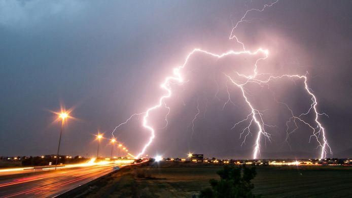 In de Verenigde Staten is een Jeep vier keer geraakt door de bliksem.