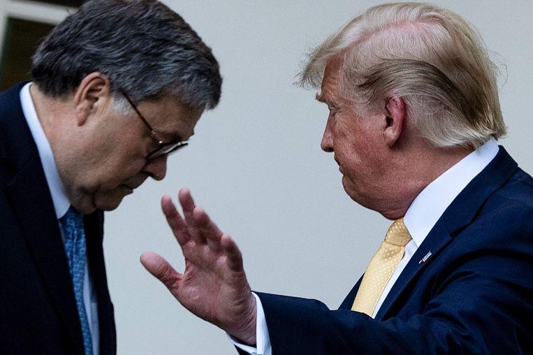 Justitieminister William Barr (links) en president Donald Trump. Beeld AFP
