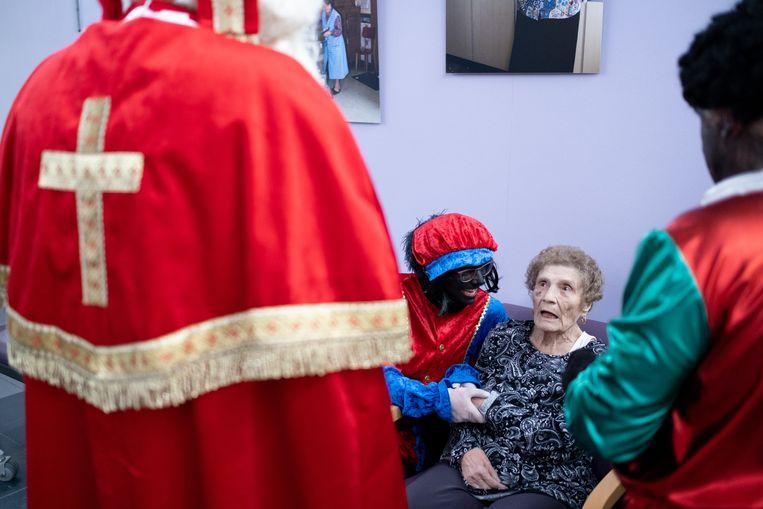 Sinterklaas bezoekt de bewoners van WZC Sint-Pieter