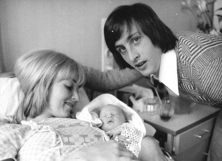 Moeder Danny, vader Johan en zoon Jordi in 1974. Beeld ANP