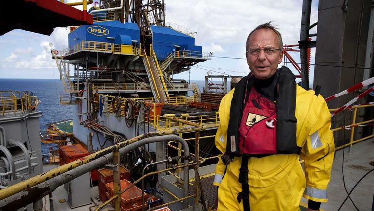Minister Henk Kamp op het booreiland Noble Ronald Hoope in de Noordzee Beeld anp