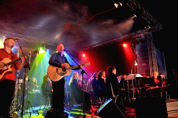 Een optreden van Gerard van Maasakkers tijdens het Bourgondisch Weekend van 2010.