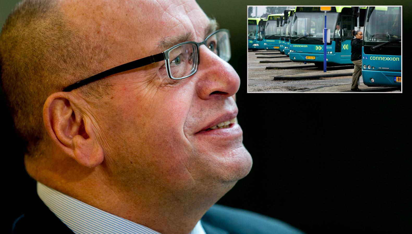 Fred Teeven heeft zijn politieke zetel verruild voor de stoel van een buschauffeur: hij werkt anderhalve dag per week voor Connexxion.