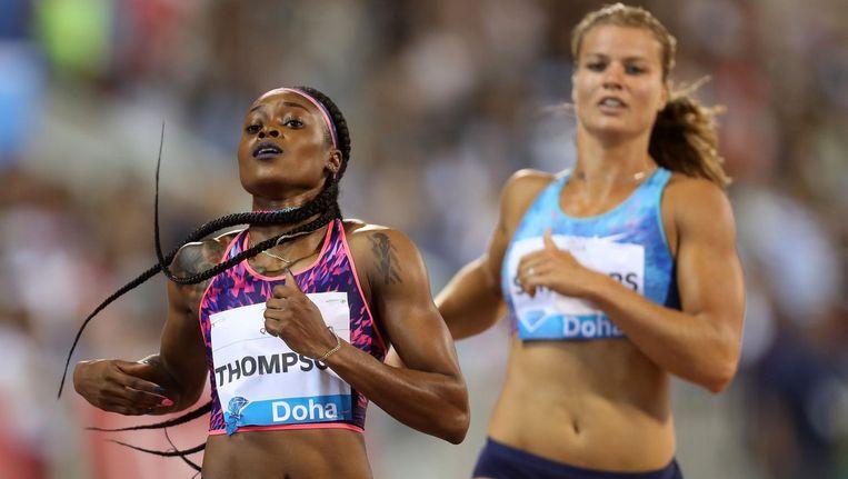 Elaine Thompson wint de 200 meter in Doha. Schippers is tweede. Beeld afp