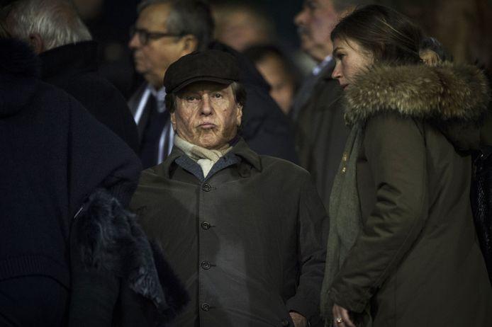 Zeldzaam beeld: Pini Zahavi present op een wedstrijd van 'zijn' club Moeskroen.