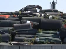 Zorgen over milieuschade door groeiende berg kunstgras: 'Rubberkorrels net chemisch afval'