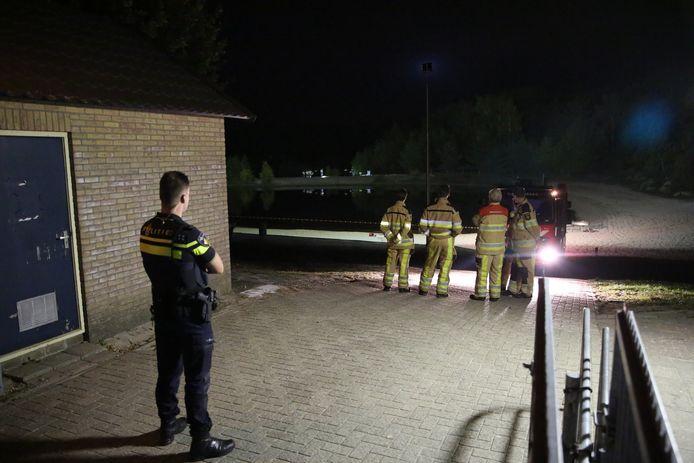 Brandweer en de politie gingen naar de Spartelvijver in Sibculo, nadat een lichaam was gevonden.
